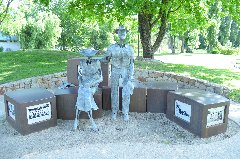 Statues in Myrtleford